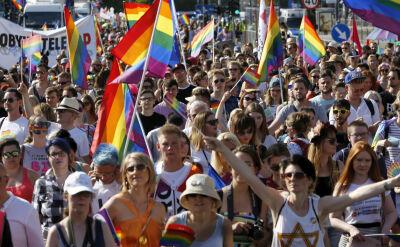 """Po raz 18. tęczowy tłum domaga się tolerancji. """"Chcemy być równi"""""""