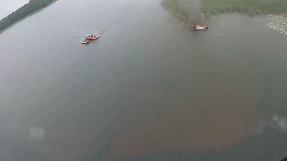Motorówka spłonęła na jeziorze Mamry. Nikt nie ucierpiał