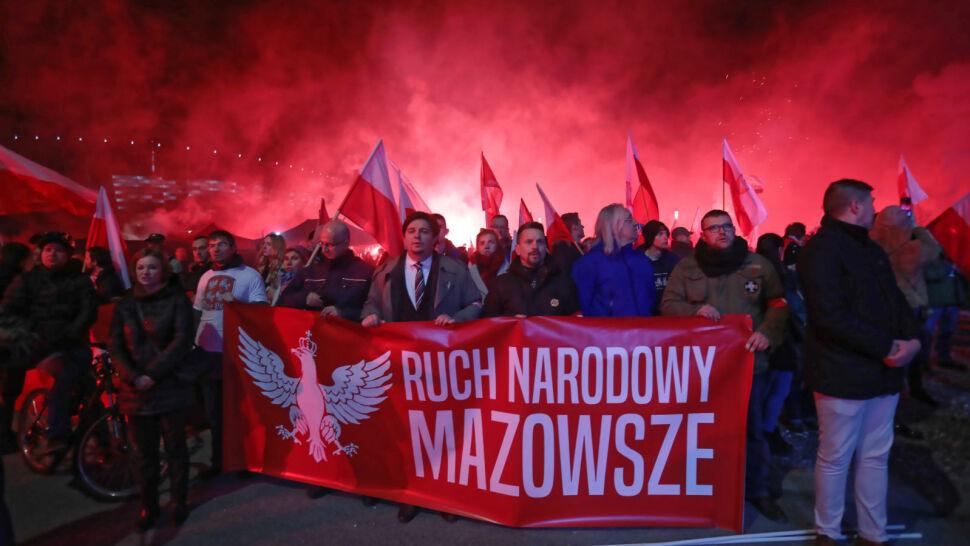 Race, petardy i biało-czerwone flagi na Marszu Niepodległości