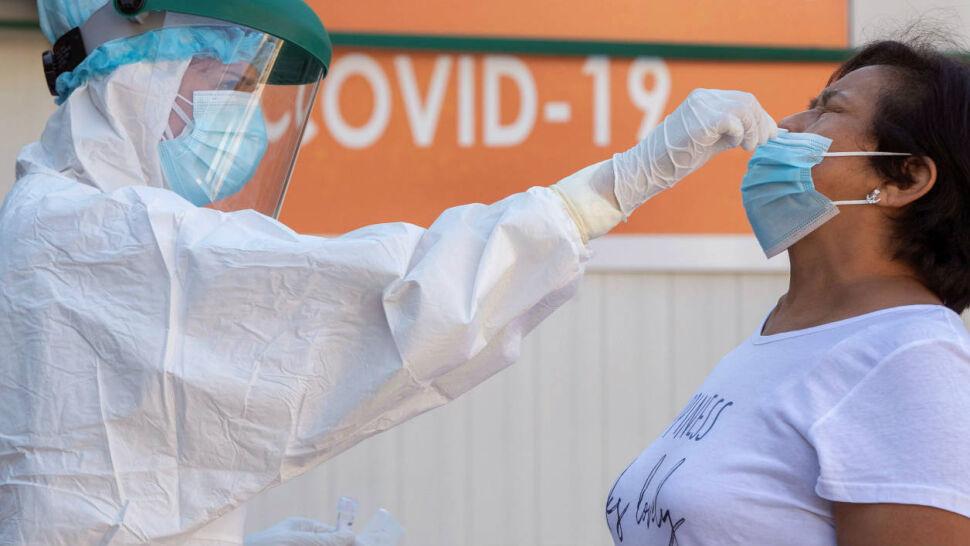 """Czeka nas druga fala zachorowań na COVID-19? """"Niestety, pandemia postępuje"""""""