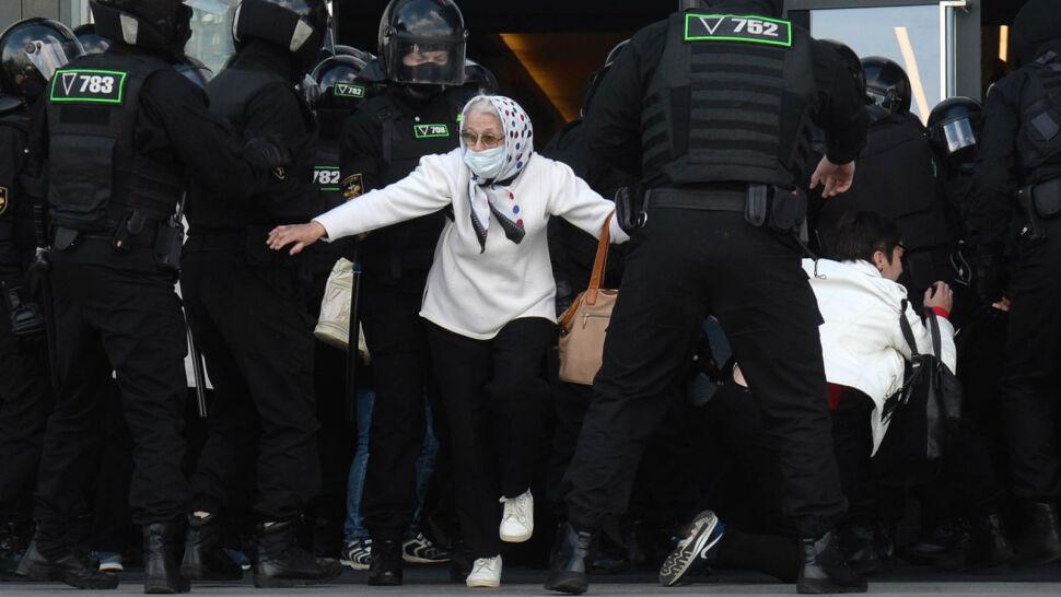 Protesty na Białorusi nie gasną. Służby są coraz brutalniejsze wobec kobiet