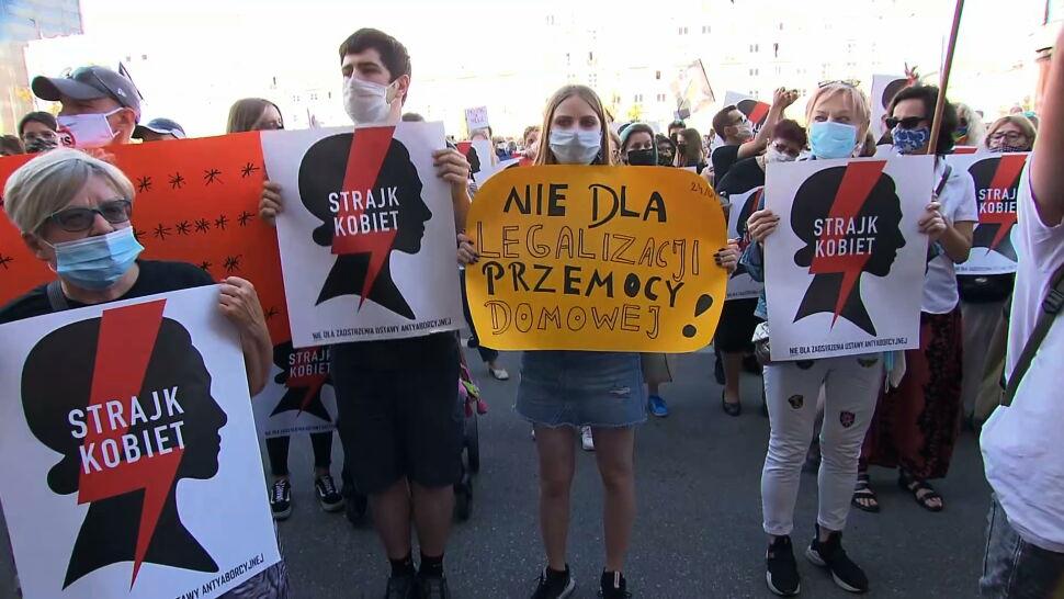 Protesty przeciw wypowiedzeniu konwencji stambulskiej. Ziobro zapowiedział formalny wniosek