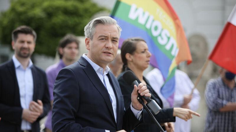 Kwestia LGBT nie znika z kampanii. Robert Biedroń oczekuje przeprosin od prezydenta