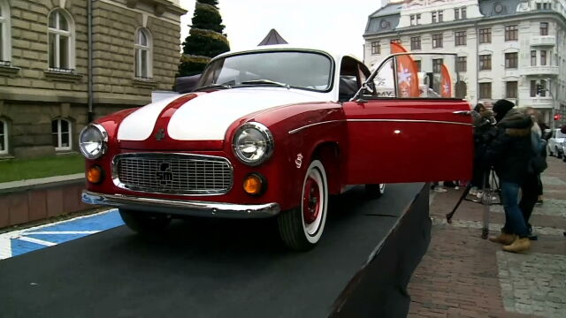Legendary Syrenka restored to help children. Tom Hanks is to auction off his car in the spring