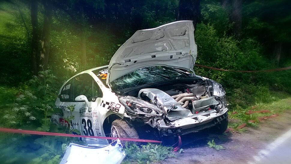 Groźny wypadek podczas Wyścigu Górskiego Magura Małastowska. 3 osoby poszkodowane, jedna walczy o życie