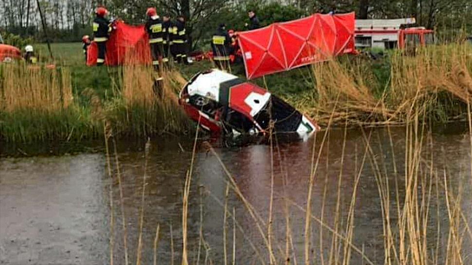 Kierowca i pilot wypadli z trasy. Mężczyzn nie udało się uratować