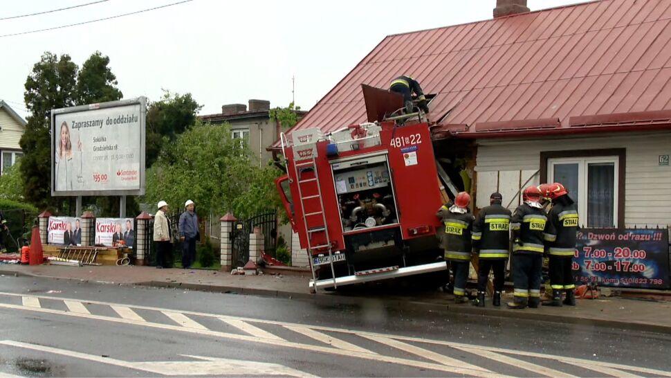 """""""Byłem w kuchni, usłyszałem wielki huk"""". Po zderzeniu straż pożarna wjechała w budynek"""