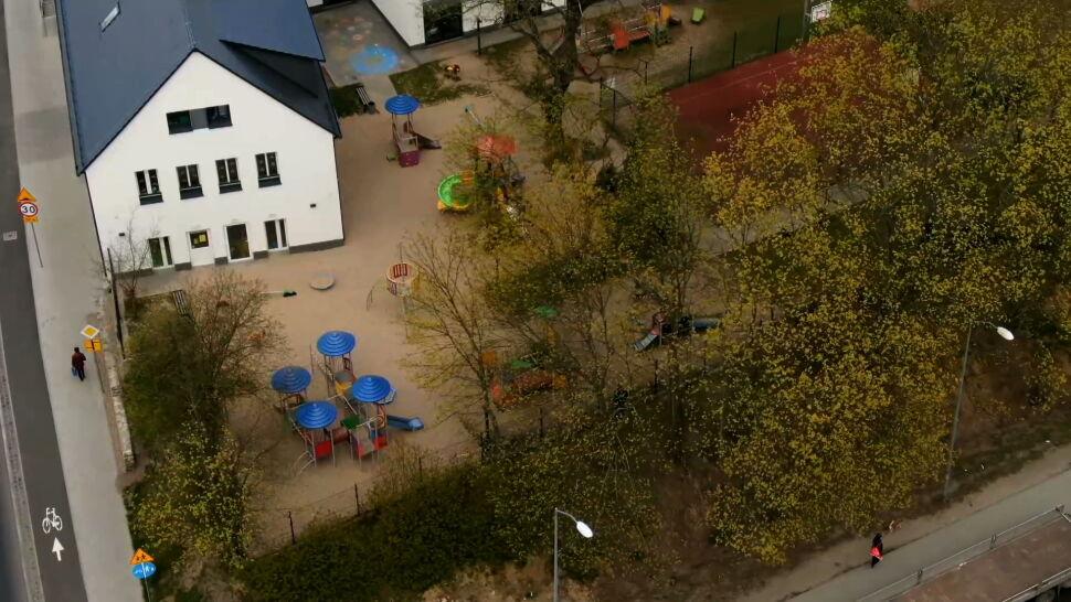 """""""Doszło do nieszczęśliwego wypadku na terenie placu zabaw"""". Dwie siedmiolatki były reanimowane"""