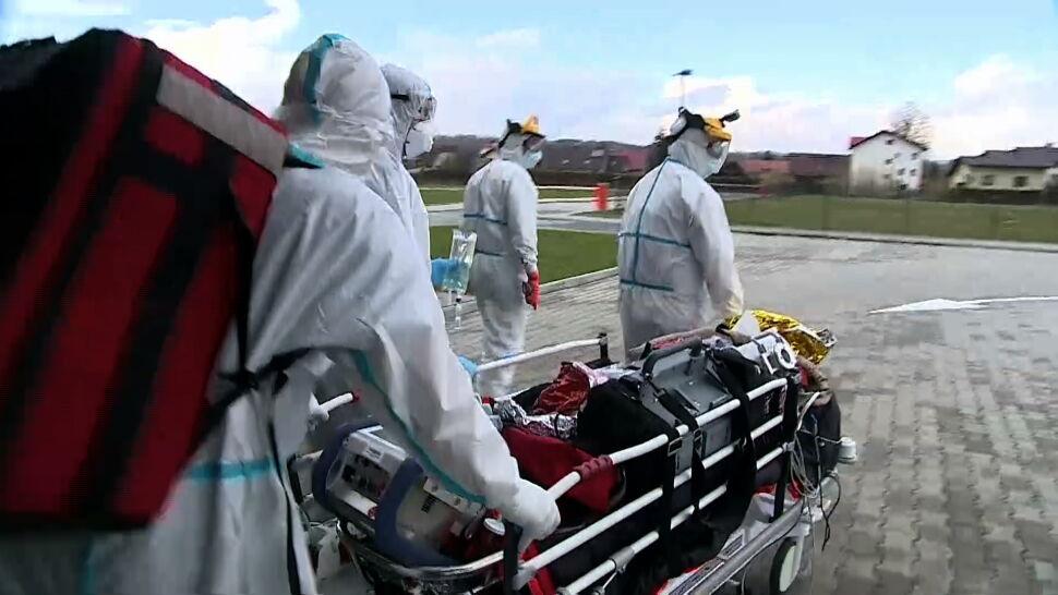 Pacjenci są transportowani do innych województw. To nierzadko skomplikowane przedsięwzięcie