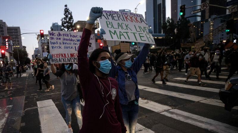 """""""Musimy znaleźć lekarstwo na brutalność policji"""". Protesty w USA nie gasną"""