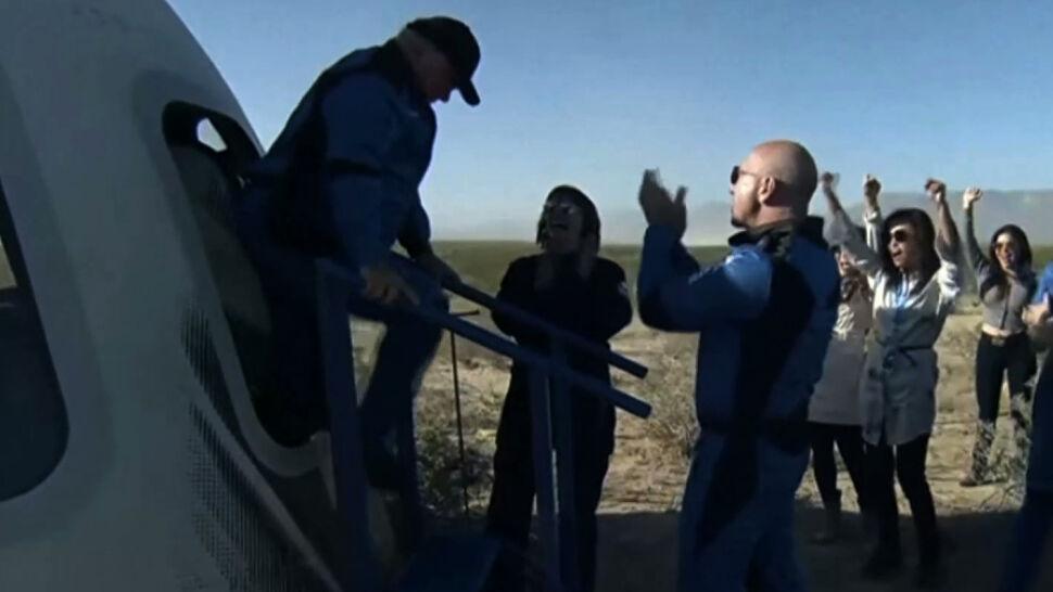 Udany lot w kosmos rakiety New Shepard z aktorem Williamem Shatnerem na pokładzie
