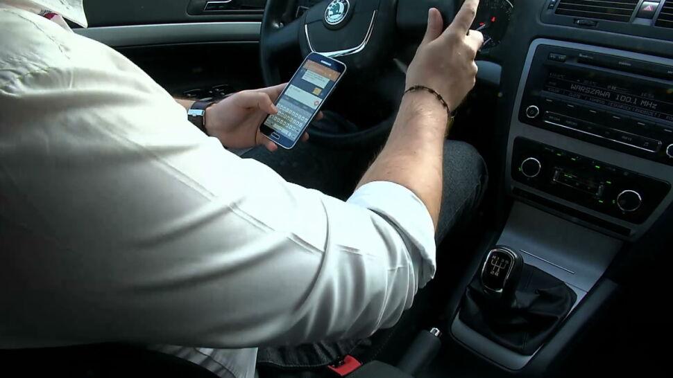 Policja przypomina: kierowcy, trzymajcie łapki na kierownicy