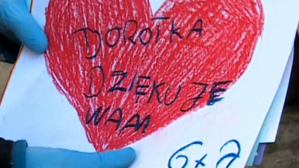 """Akcja """"Brawa Dla Was"""". Tysiące Polaków ze swoich balkonów dziękowało medykom"""