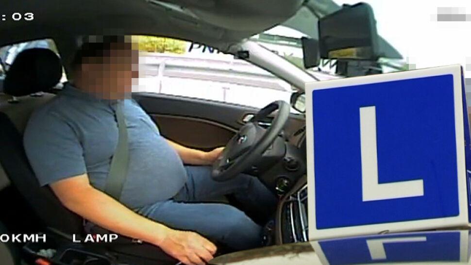 Pijany kursant na egzaminie na prawo jazdy. Zdążył poprawnie wykonać manewr