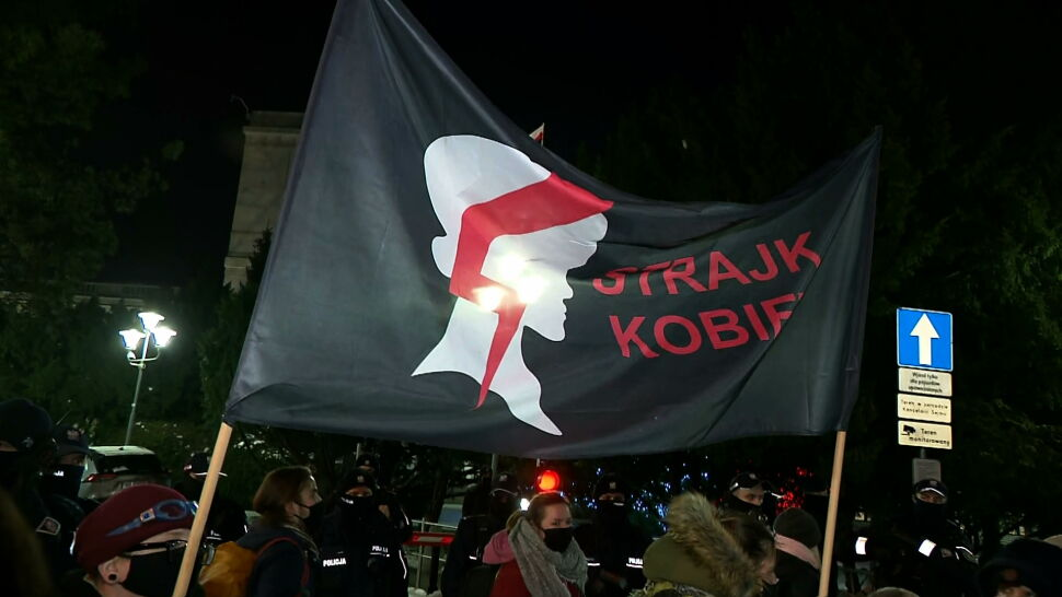 Strajk Kobiet powrócił na ulice. W Warszawie doszło do starć z policją
