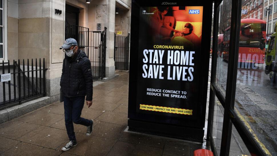 Wielka Brytania przygotowuje się na najgorsze, kolejne kraje rozważają przedłużenie lockdownu