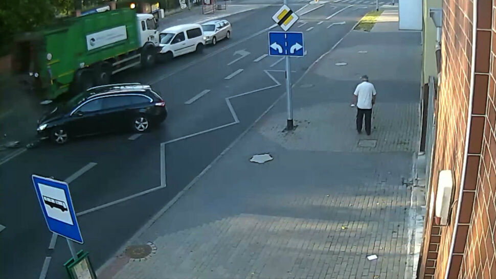 Śmieciarka bez kierowcy taranowała inne pojazdy w Gorzowie Wielkopolskim