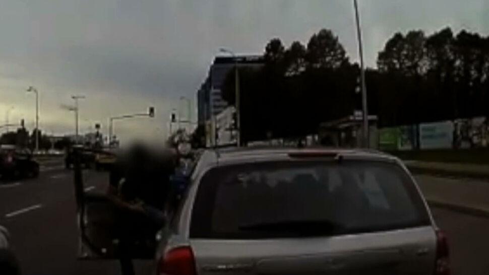 Szarpanina kierowców w centrum Warszawy