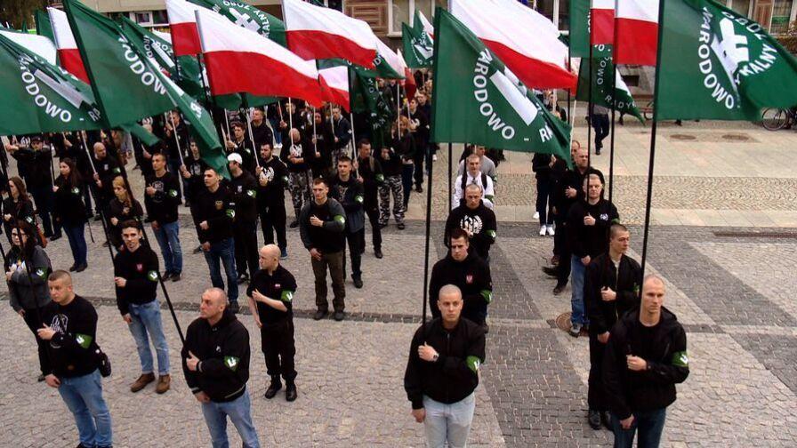 Białystok: marsz narodowców na ulicach. Władze uczelni do studentów z zagranicy: zostańcie w akademikach