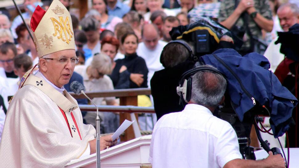 """Arcybiskup o Konstytucji i Ewangelii. """"Konstytucja była konsultowana z Kościołem"""""""