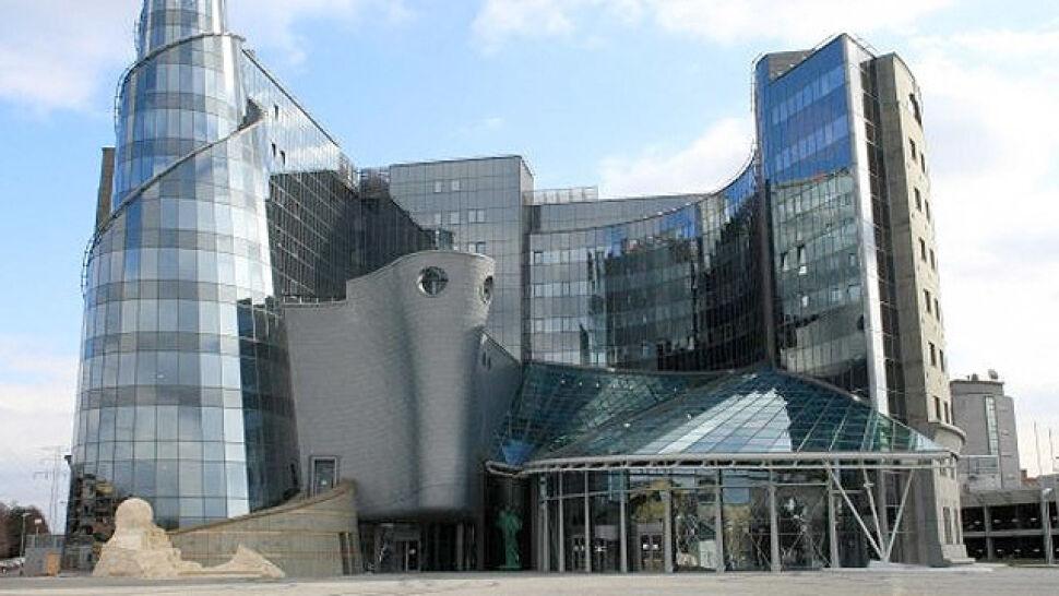 """Spór o dwa miliardy złotych. """"Dofinansowanie telewizji publicznej"""" czy """"leczenie polskich pacjentów""""?"""