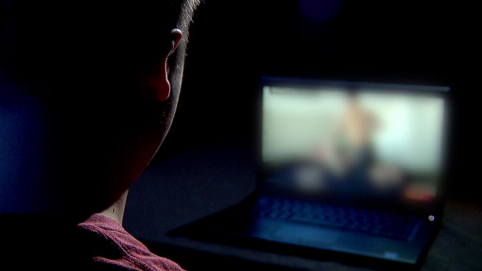 Weryfikacja wieku internauty. Jest obywatelska inicjatywa, rząd mówi o niej ciepło