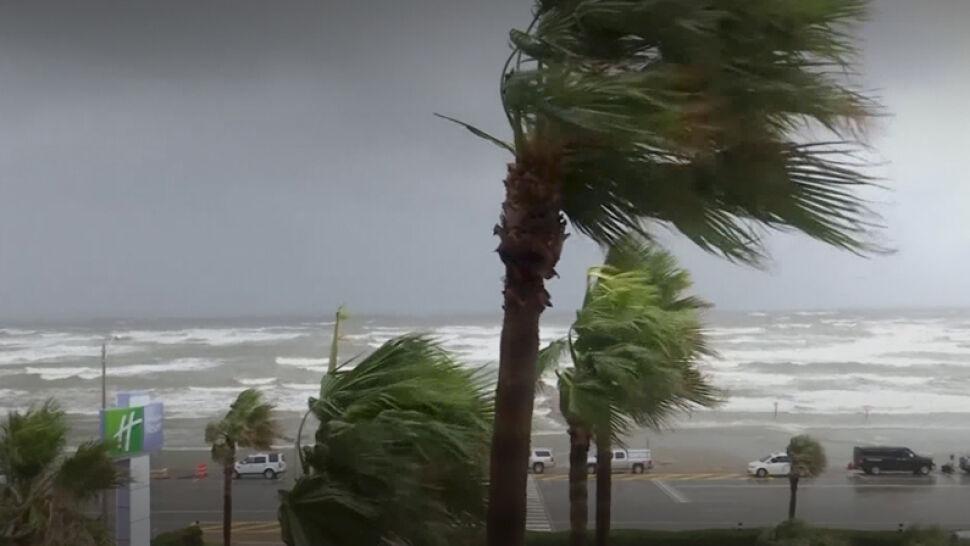 Huragan Harvey uderzył. Wiatr wiał z prędkością nawet ponad 200 km/h