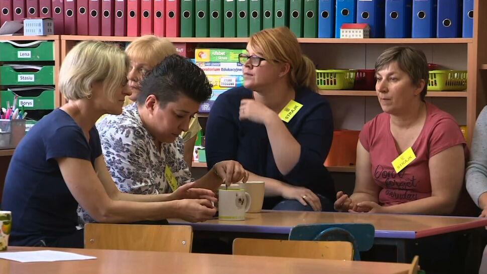 Rodzice wspierają strajkujących nauczycieli słowem, gestem i grochówką