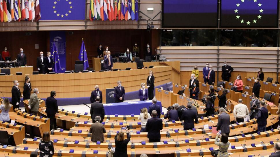 Dwie ważne debaty o Polsce. Chodzi o naruszania wolności mediów i osób LGBTIQ