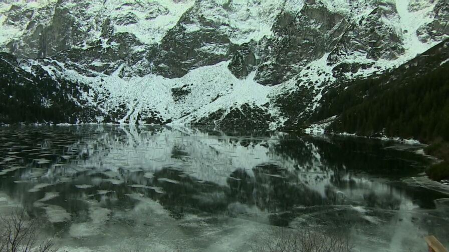 Zagrożenie lawinowe, trudna sytuacja na szlakach i cienki lód. Tatrzański Park Narodowy przestrzega turystów