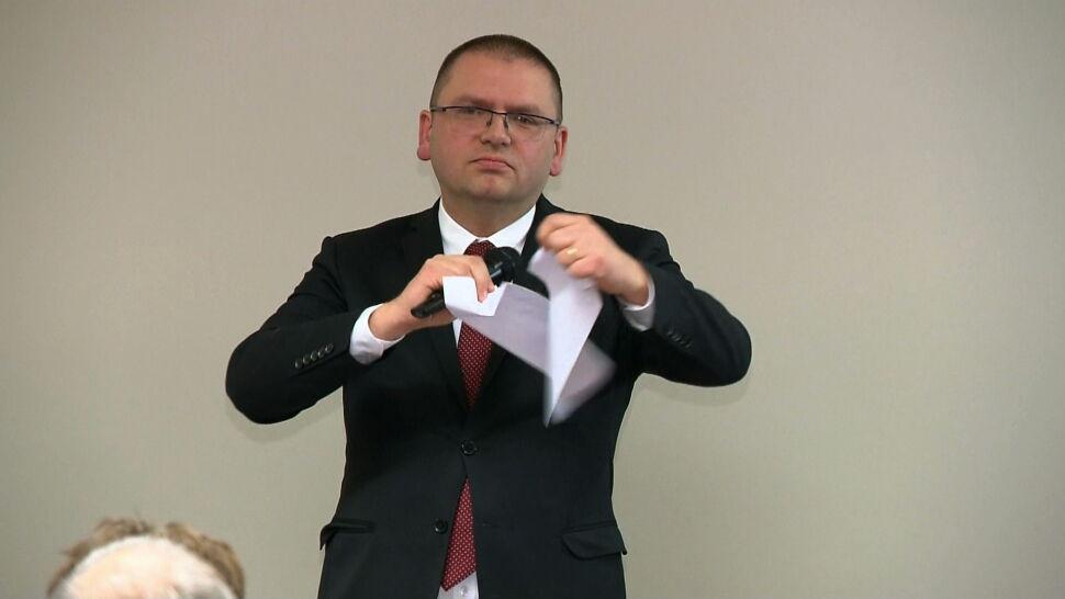 Sędziowie wsparli sędziego Juszczyszyna. Prezes Nawacki podarł wniosek