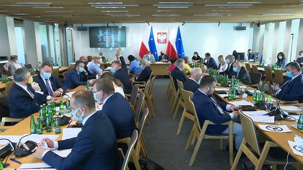 Sejmowa komisja przyjęła dwie poprawki do lex TVN