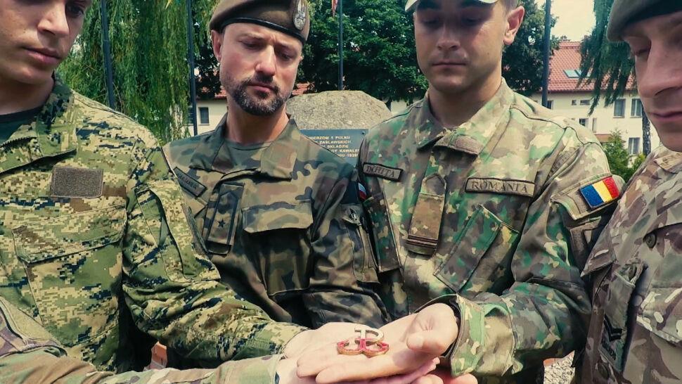 Żołnierze Wielonarodowej Grupy Bojowej NATO uczcili pamięć o uczestnikach Powstania Warszawskiego
