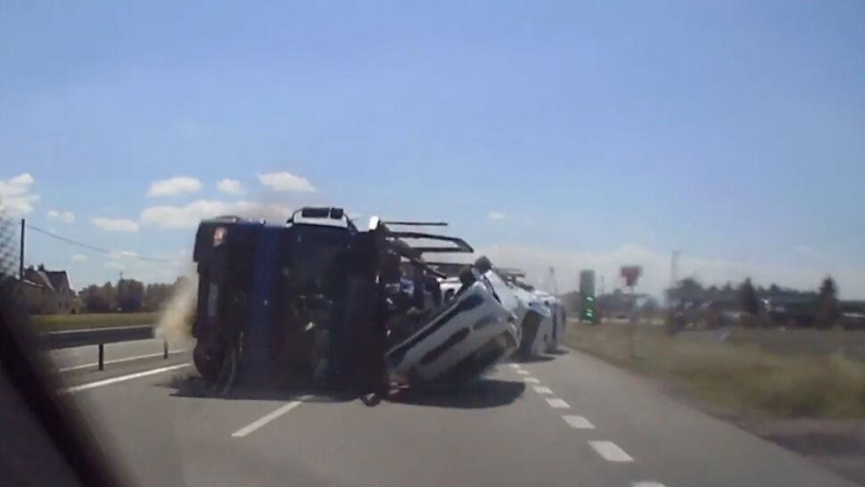 Kierowca bmw uderzył w tira, spowodował groźny wypadek