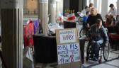"""""""Poproszę o eutanazję dla mnie i mojego syna"""". Protestujący w Sejmie zdesperowani"""