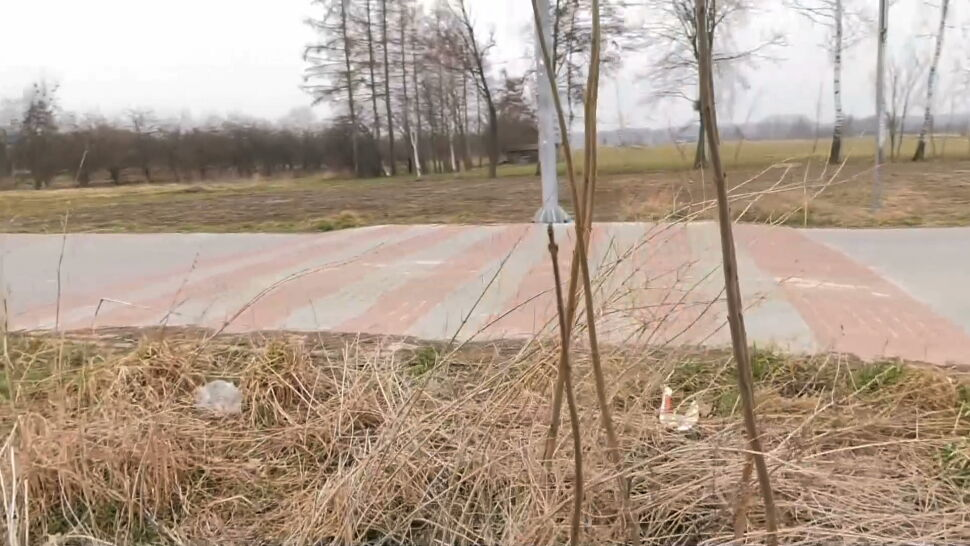 Drogowy absurd na Lubelszczyźnie. Przejście dla pieszych z pola na pole