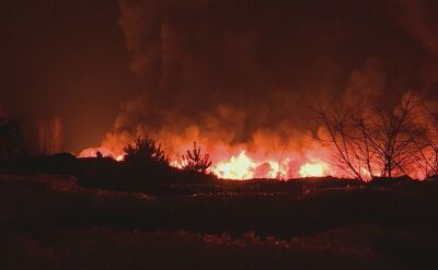 15.02.2017 | Pożar na wysypisku śmieci w Brożku. Ogień może się rozprzestrzenić