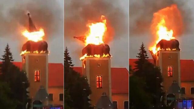 Iglica runęła w trakcie pożaru kościoła