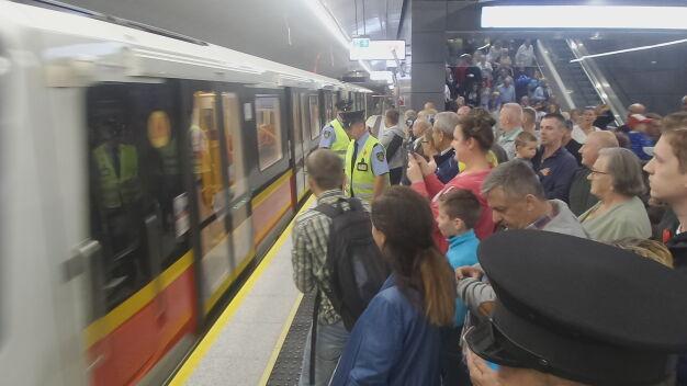 Metro dotarło na Targówek. Pierwszy pociąg odjechał z pasażerami