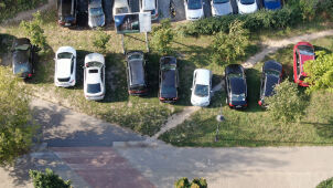 Parkowali, gdzie popadnie, a pod ziemią setki wolnych miejsc