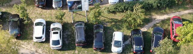 Parkowali gdzie popadnie, a pod ziemią setki wolnych miejsc