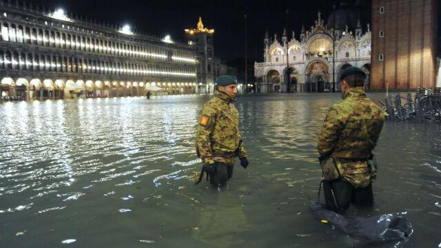 """Najwyższy poziom wody od ponad 50 lat. """"Acqua alta"""" zalewa Wenecję"""