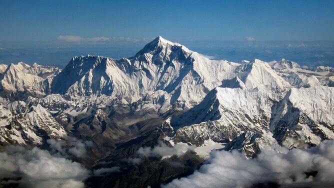 Zmierzą wysokość i posprzątają. Chińscy naukowcy ruszyli na Mount Everest
