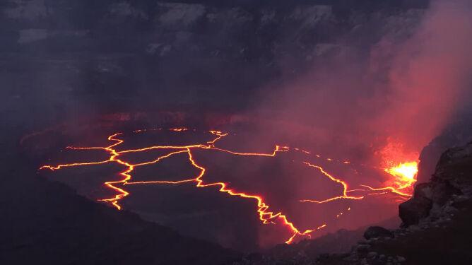 Jeden z najbardziej aktywnych wulkanów świata z bliska