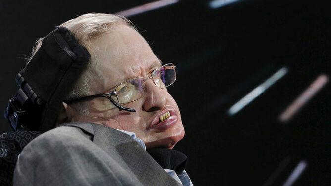"""Stephen Hawking ostrzega: musimy szukać nowego domu. """"Kończy nam się czas"""""""