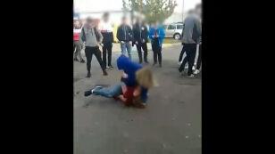 """Brutalna bójka nastolatek. """"Dziewczyny są teraz bardziej agresywne od chłopców"""""""